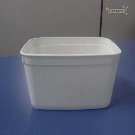 Retire a tampa do pote de sorvete e deixe a vasilha bem limpa para colar o EVA. | Foto: O Artesanato