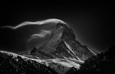 Na categoria lugares, o primeiro prêmio foi para Nenad Saljic, por sua imagem da montanha 'The Matterhorn', entre a Suíça e a Itália (Foto: Nenad Saljic/National Geographic Photo Contest)